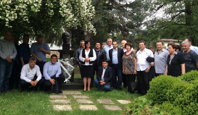 Депутатите от БСП посетиха родната къща на Тодор Живков